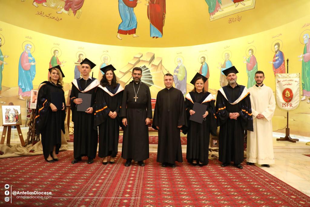 قدّاس وحفل تخرّج 5 طلّاب من المعهد التثقيفي الديني العالي